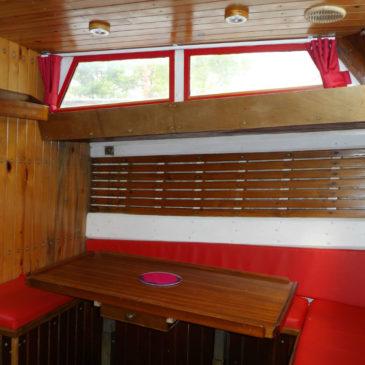 Aménagement intérieur d'un bateau pour un logement insolite